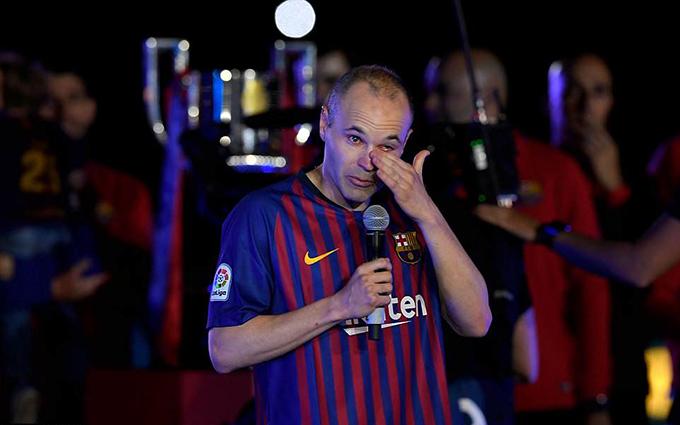 Iniesta rơi lệ khi nói lời chia tay với đội bóng và các CĐV.
