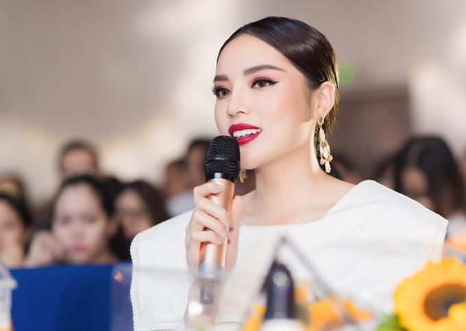 Hoa hậu Việt Nam 2014 đánh giá các thí sinh có nhan sắc đồng đều, khả năng giao tiếp, kiến thức vững vàng.
