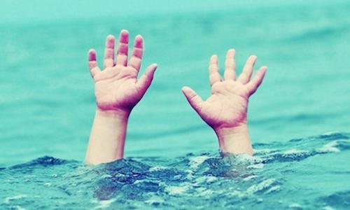 10 tiếng mò tìm thi thể bé trai 9 tuổi rơi xuống sông