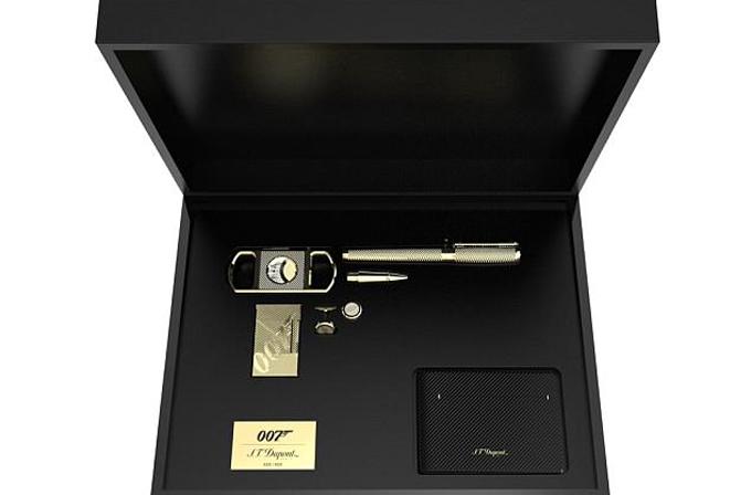 Hộp quà James Bond mà Tổng thống Macron gửi tặng vợ chồng Hoàng tử Harry. Ảnh: S.T. Dupont.