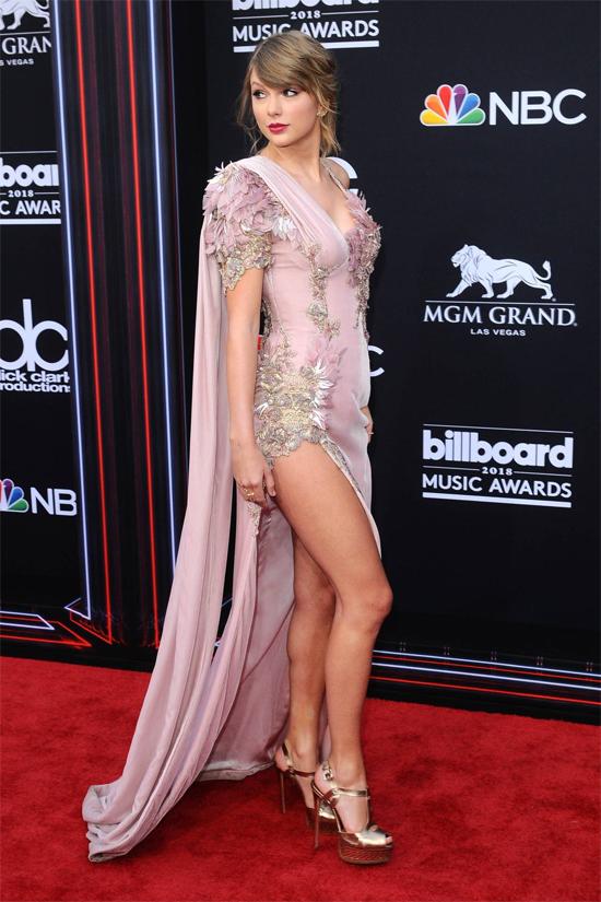 Taylor Swift trở lại Billboard Music Award sau hai năm vắng bóng. Tại giải thưởng năm nay, cô được đề cử ở 5 hạng mục với album mới Reputation. Trước đó từ năm 2009 đến 2017, Taylor đã nhận tổng cộng 46 đề cử Billboard và chiến thắng 21 giải.