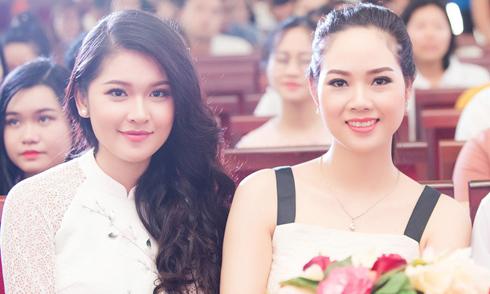 """Hoa hậu Mai Phương """"đọ"""" nhan sắc cùng á hậu Thùy Dung"""