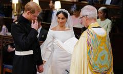 Ngôn ngữ hình thể trong đám cưới giải mã tình yêu của Harry và Meghan
