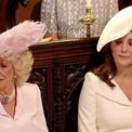 Kate bị soi khoảnh khắc 'lườm' mẹ kế trong đám cưới em chồng