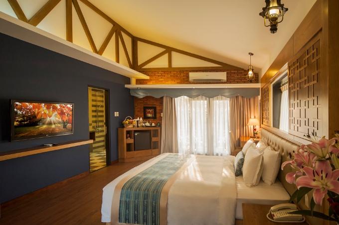 Không gian thoáng mát hòa cùng thiên nhiên, Famiana Resort & Spa Phú Quốc có 100 phòng nghỉ với các bungalow, biệt thự đơn lập có diện tích từ 45m2 đến 200m2 với không gian tiện nghị, thoải mái sẽ là chốn nghỉ ngơi hoàn hảo sau một ngày dài khám phá vẻ đẹp hoang sơ và thiên nhiên trù phú của đảo ngọc Phú Quốc, nơi được mệnh danh hòn ngọc giữa biển khơi nằm trong vịnh Thái Lan.