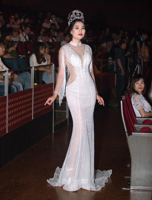 Với chia sẻ từ Hoa hậu Trần Huyền Nhung rất ấn tượng: Là một giám khảo cuộc thi hoa hậu nam vương người Việt thế giới, tôi rất hài lòng từ khâu tổ chức, dàn dựng chương trình, thiết kế sân khấu... của trưởng ban tổ chức Anthony Vo.