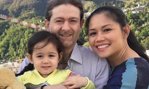 Giúp con bớt sợ người lạ theo cách của mẹ Việt tại Thụy Sĩ