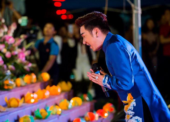 Dù từng hát ở nhiều chương trình lớn nhưng Quang Hà tâm sự, mỗi lần hátnhạc Phật anh lại cảm nhận đượcý nghĩa và sự khác biệt.Ca từ, giai điệu mộc mạc của các tác phẩm khiến anhtĩnh tâm hơn. Anh cũng học được cách quan tâm và chia sẻ sự yêu thương với mọi người xung quanh mình thông qua nhạc Phật.