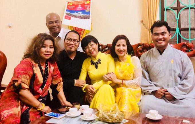 Các nghệ sĩ Thanh Hoa, Vượng Râu... cũng biểu diễn trong đêm nhạc ở Bắc Ninh.