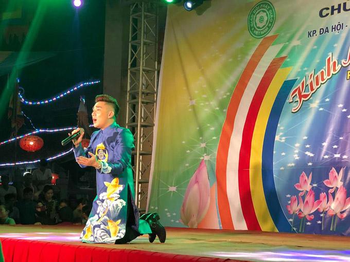 Nam ca sĩ tiết lộ, nhiều người ở phía dưới đã lén lau nước mắt khiến anh rất hạnh phúc bởi giọng hát của mình đã làm lay động trái tim họ.