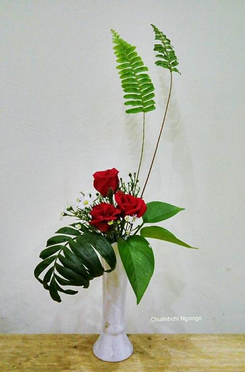 Những khi bận rộn tới3-4 ngày không được cắm hoa, chị Thúy bồn chồn vì nhớ. Bà mẹ Hà thành chỉ chờ có dịp là cắm luôn 5-6 bình hoa các loại trưng khắp nhà.