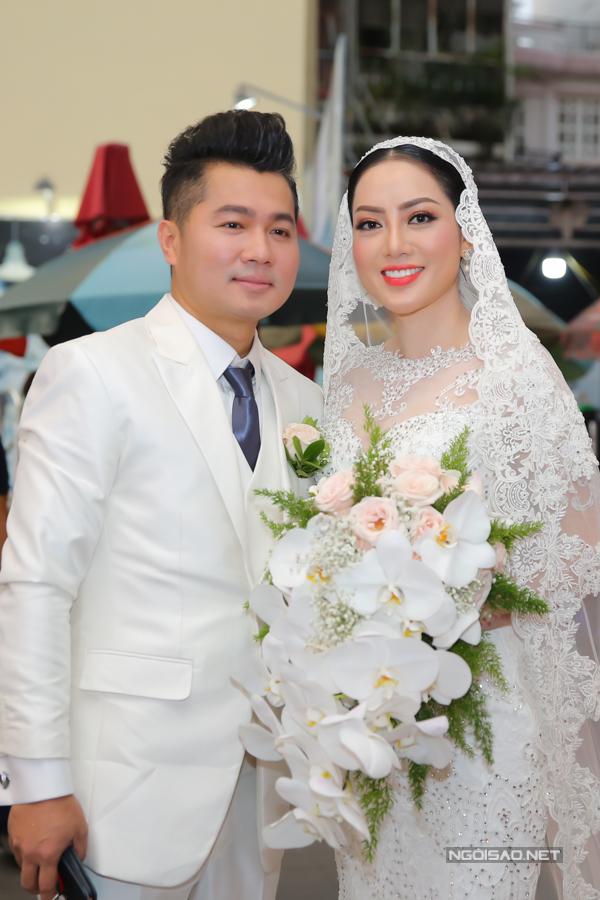 Vợ chồng Lâm Vũ trong hôn lễ tại TP HCM.