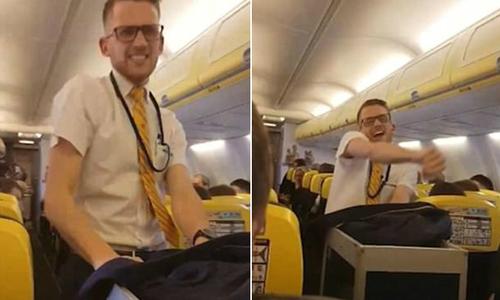 Nam tiếp viên gây 'sốt' khi nhảy sexy trên máy bay