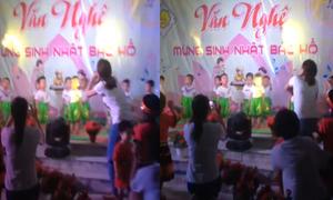 Cô giáo mầm non 'bất lực' vì học trò đứng như tượng trên sân khấu