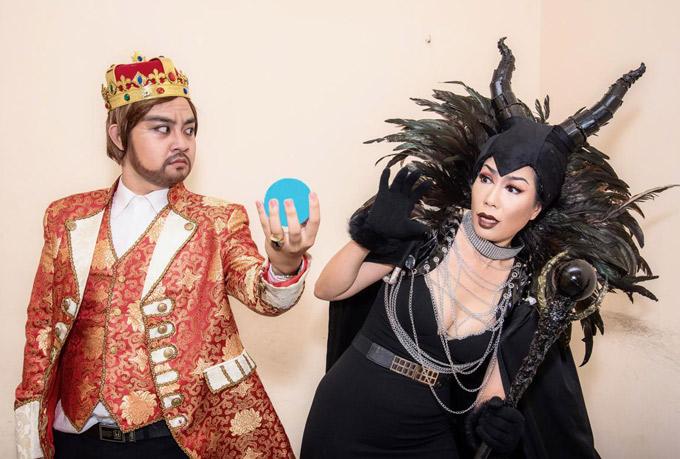 Diễn viên trẻ Thành Vinh của sân khấu Trịnh Kim Chi đảm nhiệm vai đức vua xấu xa, bội tín.
