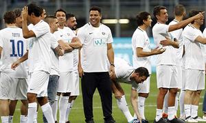 Các danh thủ hội tụ, đua nhau ghi bàn trong trận cầu tôn vinh Pirlo