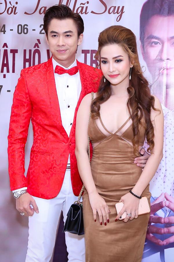 Khi còn yêu nhau, Hồ Việt Trung thường đưa bạn gáiMi Vân đi sự kiện chung. Chàng ca sĩ tiết lộ, bạn gái anhhay ghen vô cớ nên hai người hay xảy ra xung đột. Vài tháng trước họ đã quyết định chia tay.
