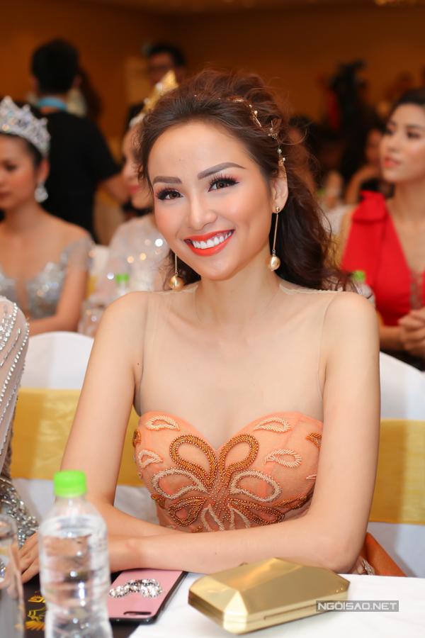 Hoa hậu Diễm Hương trẻ trung, xinh đẹp sau khi giảm được 20 kg.