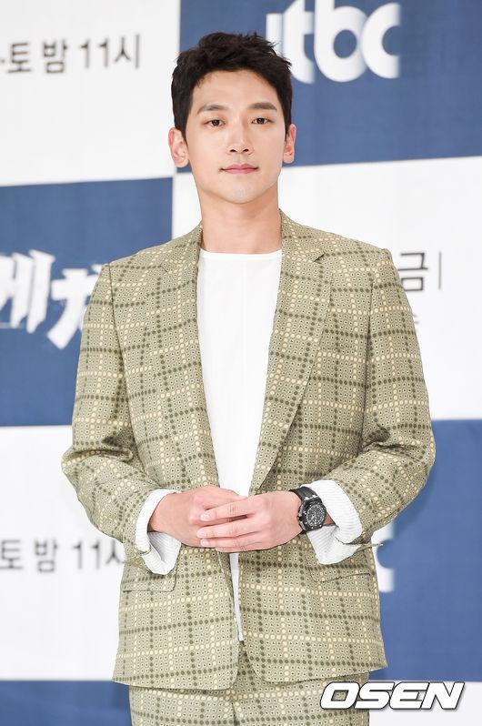 Chiều nay 24/5, Rain dự buổi họp báo bộ phim mới Sketch đài JTBC. Tác phẩmđánh dấu sự trở lại màn ảnh nhỏ của mỹ nam Hànsau 2 năm, kể từ tác phẩm Quý ông trở lại năm 2016.