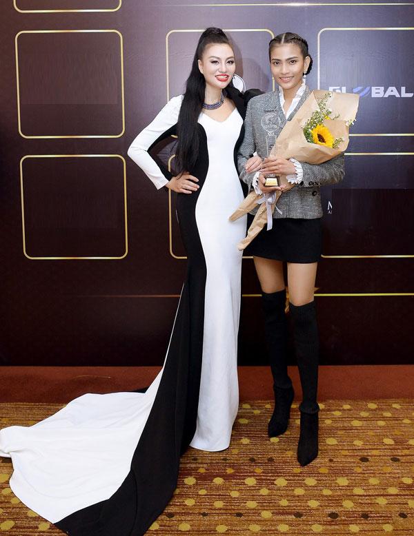 Nữ hoàng Trần Huyền Nhung đọ sắc cùng dàn sao Việt tại sự kiện - 3