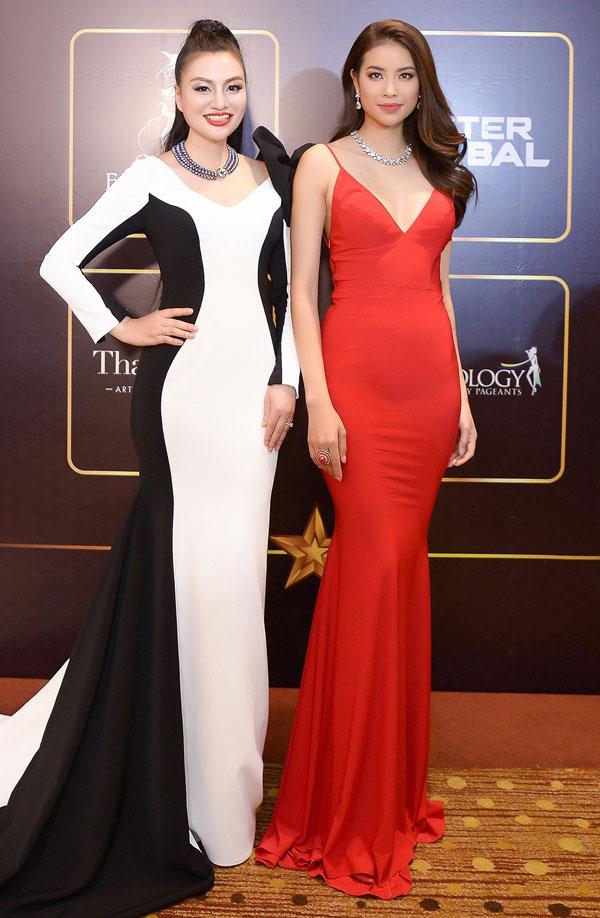 Tại sự kiện, Huyền Nhung có dịp gặp gỡ Hoa hậu Phạm Hương.
