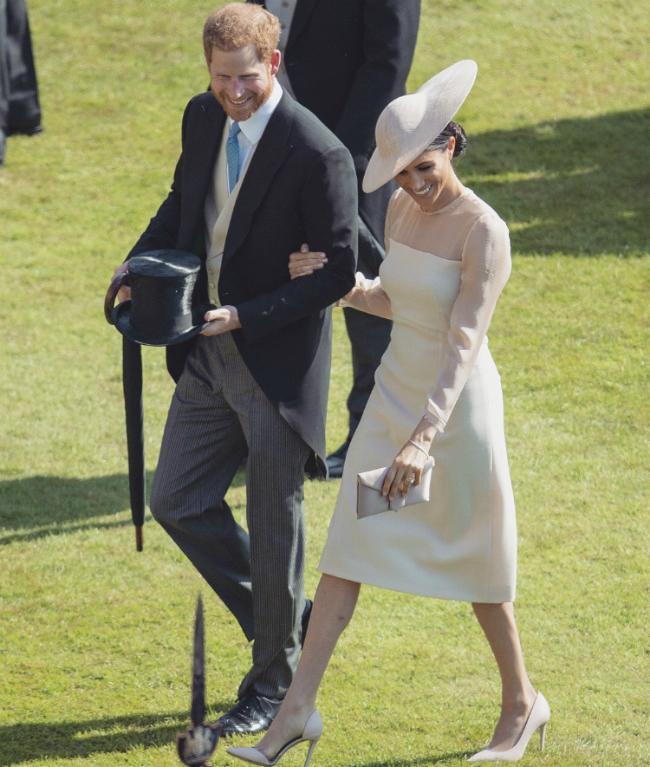 Vợ chồng Hoàng tử Harry dự tiệc sinh nhật Thái tử Charles.