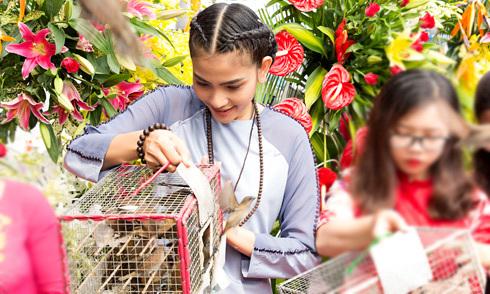 Trương Thị May thả chim phóng sinh