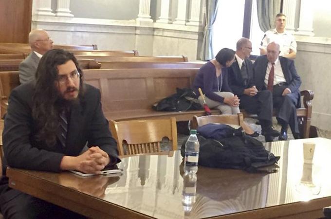 Michael Rotondo (trái) trong phiên tòa hôm 22/5. Ảnh: AP.