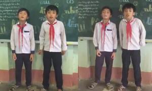 Hai học sinh tiểu học đọc rap như máy trong buổi học cuối năm