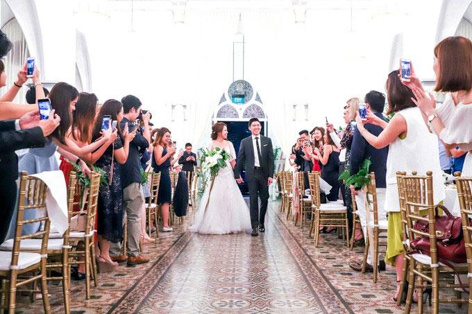 Ý tưởng xây dựng không gian tiệc cưới của Kelvin và Shermaine có thể là một gợi ý cho bạn khi tổ chức hôn lễ vào mùa hè.