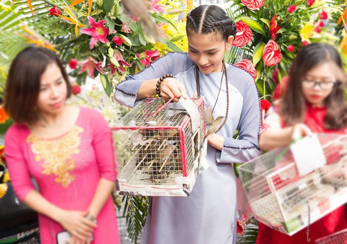 Hiện tại Á hậu các dân tộc 2007 hoạt động trong làng giải trí với vai trò người mẫu. Cô vừa có chuyến ra Ninh Thuận diễn thời trang áo dài.