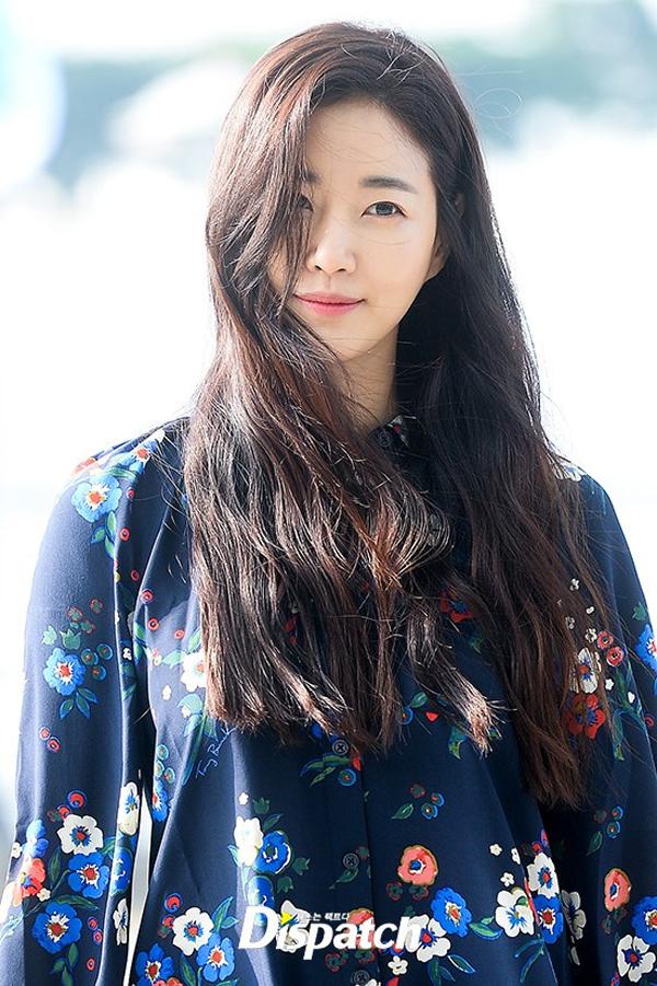 Đăng quang danh hiệu Hoa hậu Hàn Quốc năm 2000, năm nay đã bước sang tuổi 40 nhưng Kim Sa Rang vẫn
