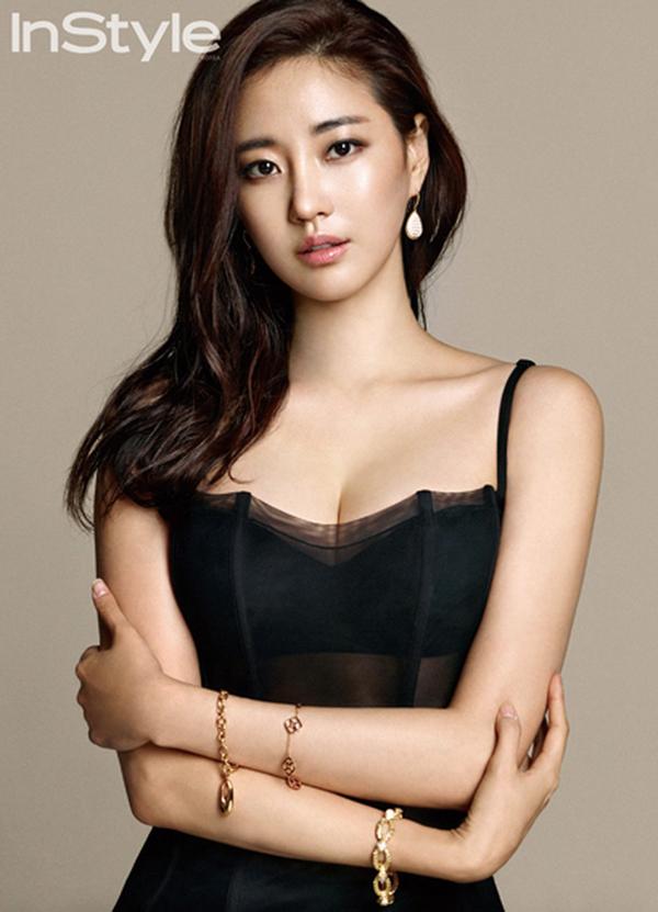 Chia sẻ về bí quyết giữ gìn vóc dáng và nhan sắc trên chương trình SBS Night of TV Entertainment, Kim Sa Rang cho biết, tạng người cô khá dễ lên cân nên thường xuyên phải bóp mồm bóp miệng.