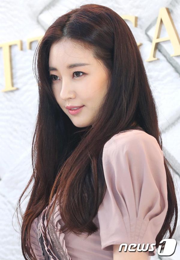 Hoa hậu ngực khủng Kim Sa Rang tiết lộ bí quyết giữ dáng ở tuổi 40 - 6
