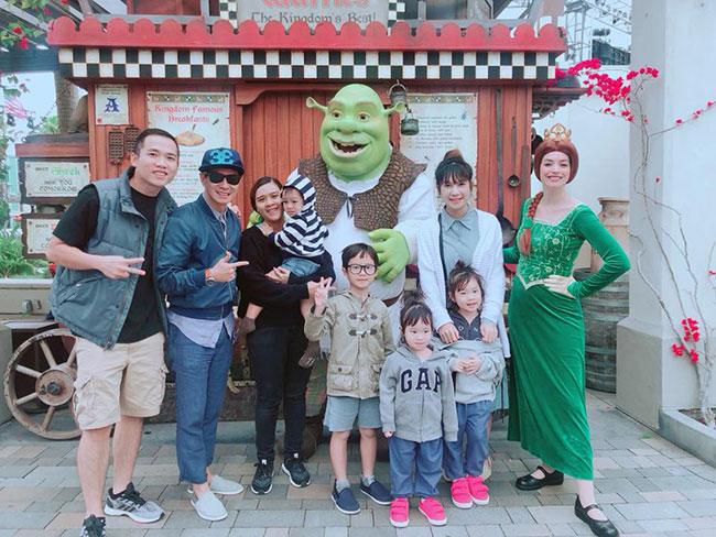Vợ chồng Lý Hải - Minh Hà đưa cả bốn con sang Mỹ, thăm phim trường Hollywood.