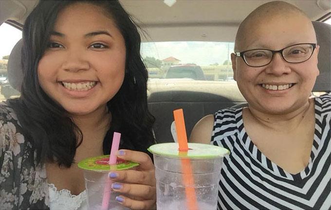 Cô gái chụp cùng mẹ suốt 4 năm, bức ảnh cuối khiến nhiều người bật khóc - 5