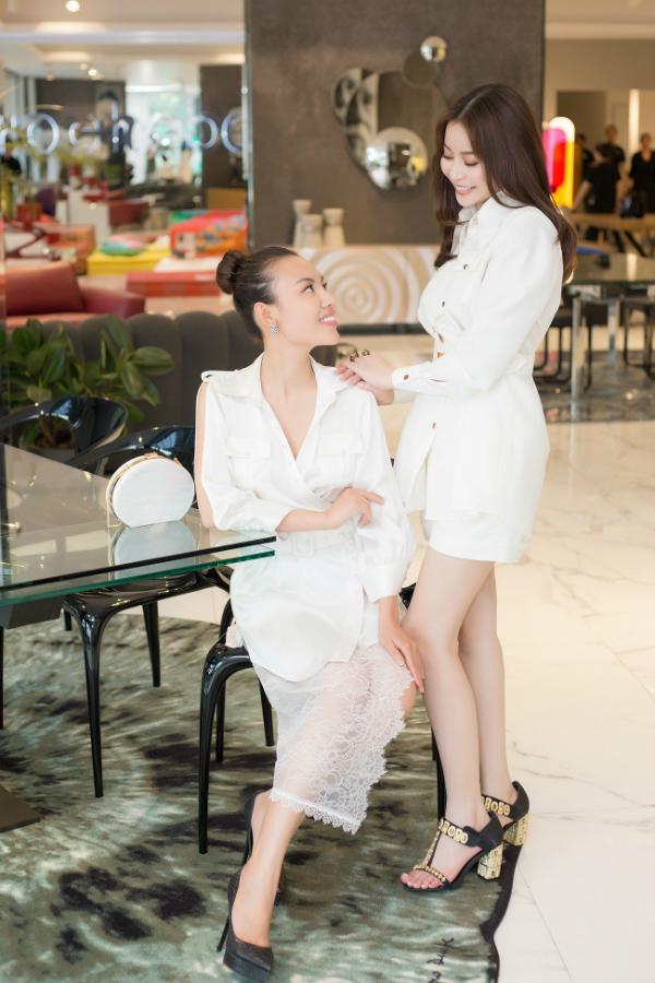 Về phía Mai Quỳnh, đây là sự kiện đầu tiên cô tham gia sau khi đoạt doanh hiệu Hoa hậu Nhân ái tại cuộc thi Mrs Áo dài 2018 diễn ra ở Pháp vừa qua. Người đẹp 9X cho biết danh hiệu cao quý này sẽ là động lực để cô phấn đấu, nỗ lực nhiều hơn trên con đường phía trước.