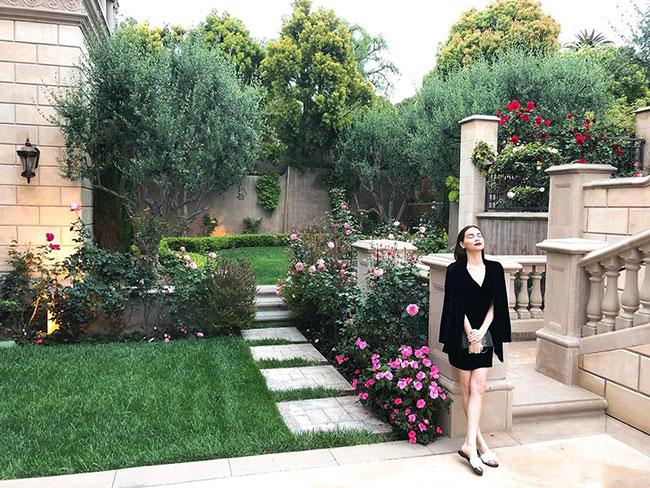 Hồ Ngọc Hà cho biết cô đang tận hưởng những ngày mát lạnh tại một lâu đài ở Califonia, Mỹ.