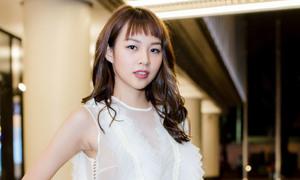Phí Phương Anh bị lộ sẹo khi mặc váy sát nách đi sự kiện
