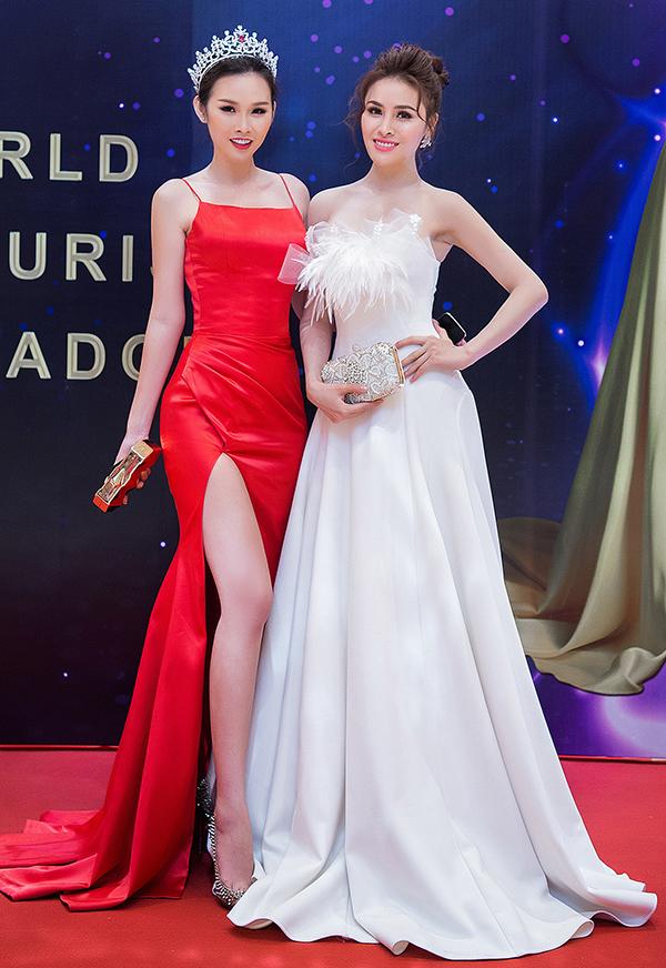 Trong sự kiện tối 24/5, Á Hậu Thanh Trang có dịp đọ sắc với Hoa Hậu Thư Dung tại buổi công bố đại diện Việt Nam tại Hoa Hậu Đại Sứ Du Lịch Thế Giới 2018 là người đẹp Phan Thị Mơ.