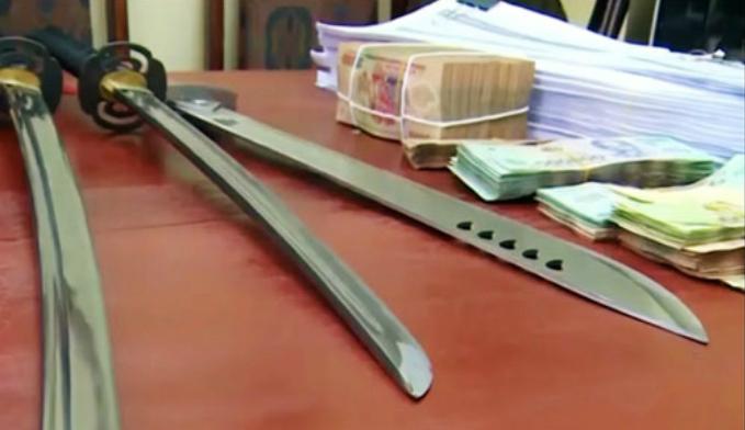 Tang vật cảnh sát thu được khi triệt phá đường dây đánh bạc qua mạng. Ảnh: Sơn Tùng