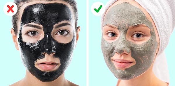 Mặt nạ than hoạt tính Than hoạt tính thường được dùng để tạo ra các loại mặt nạ dạng lột mà theo chuyên gia da liễu, đây không phải là dạng mặt nạ khuyến khích cho