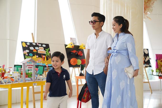 Tháng 7 tới, Khánh Thi sẽ sinh con thứ hai - một nàng công chúa. Mang bầu hơn 8 tháng, cô than thở rằng cơ thể đã rất nặng nề.