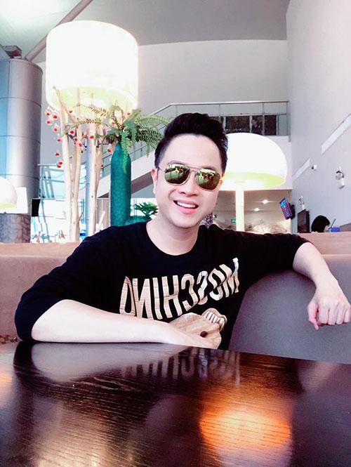 Nhật Tinh Anh chia tay fan ở Việt Nam để bay sang Mỹ lưu diễn mộttháng.