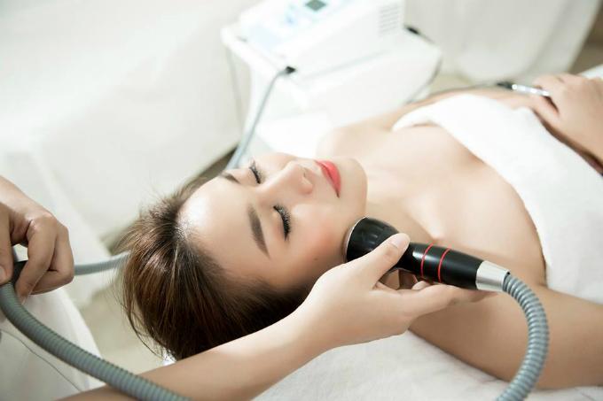 Chăm sóc da đinh kỳ giúp Thanh Hằng luôn giữ được làn da trắng hồng của mình.