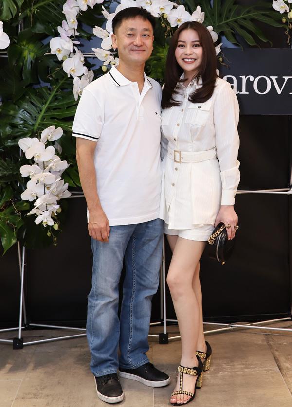 Hoa hậu Áo dài Hải Dương rạng rỡ đi sự kiện cùng ông xã người Hàn Quốc.
