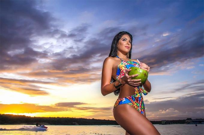 Mayra mang vẻ đẹp khỏe khoắn điển hình của các cô gái Mỹ Latin.