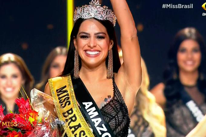 Mayra hạnh phúc vỡ òa trong niềm vui chiến thắng.