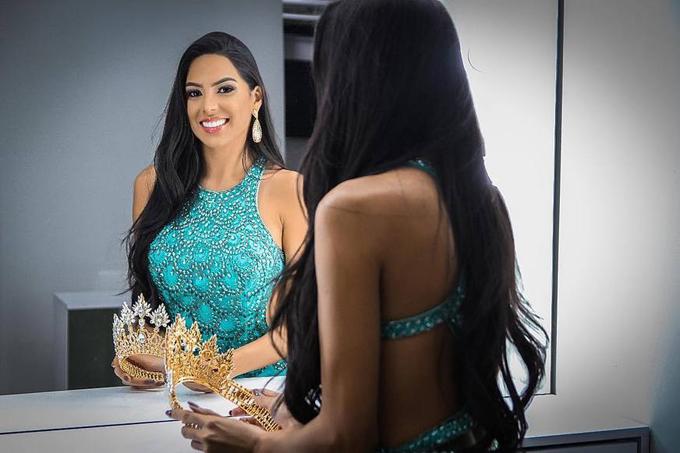 Mayra Dias sẽ đại diện cho Brazil dự thi Miss Universe vào cuối năm nay và được kỳ vọng mang về vương miện danh giá sau 50 năm kể từ khi người đẹp Brazil Martha Vasconcelos giành danh hiệu này năm 1968.