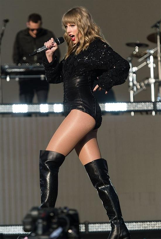 Taylor nhận lời tham gia sự kiện này khi đang thực hiện tour diễn Reputation.